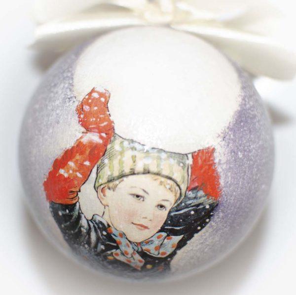 елочный шар мальчик со снегом