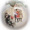 елочный шар детвора играет в снежки