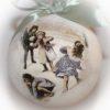 елочный шар дети играют в снежки