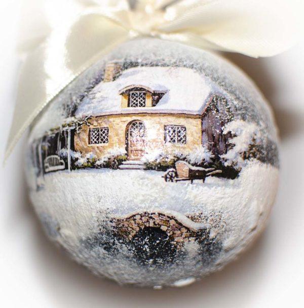 елочный шар домик
