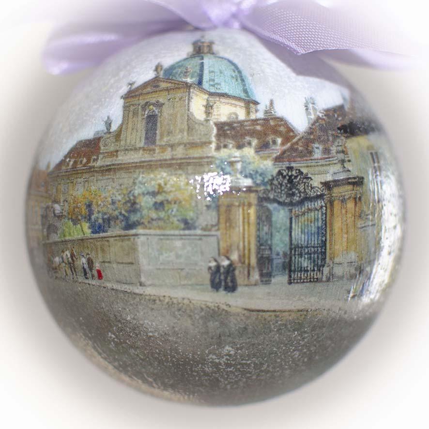 елочный шар в подарочной коробке
