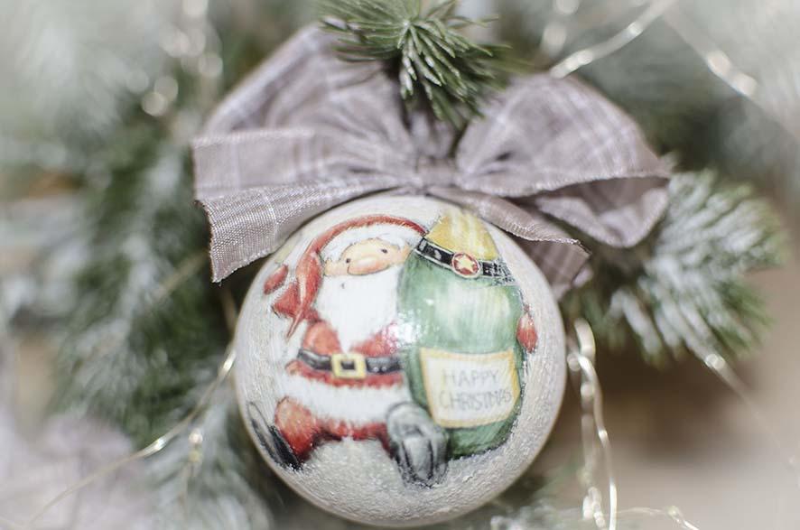 елочный шар дед мороз с шампанским