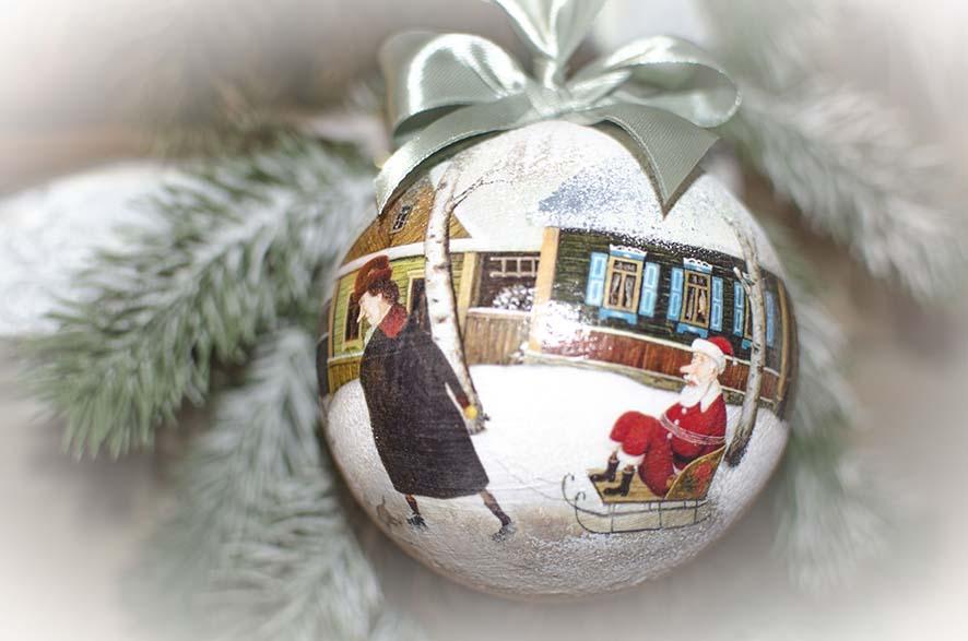 елочный шар дед мороз в санях