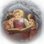 елочный шар за книгой